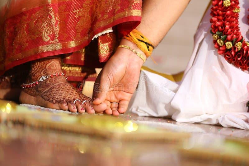 Индийские женатые кольца пальца ноги женской одежды стоковое изображение