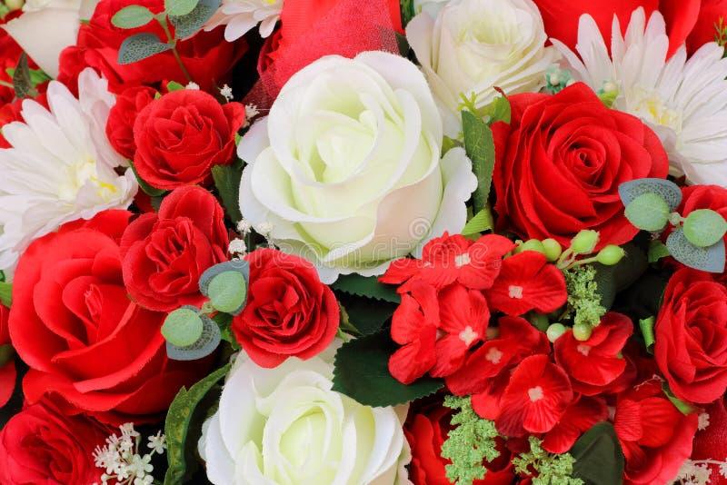 Искусственные цветки красивого букета пестротканые стоковая фотография
