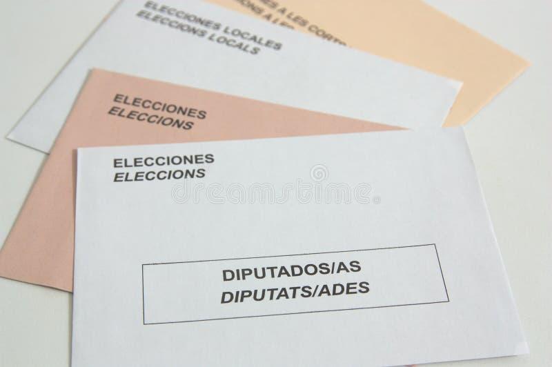 Испанские электоральные конверты на таблице стоковое изображение rf