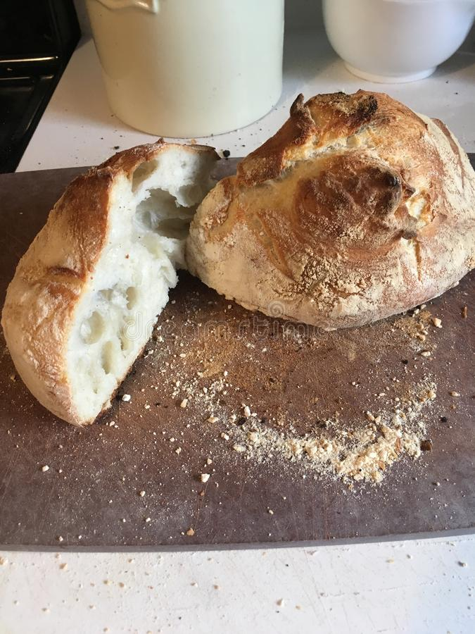 Испеченный хлеб sourdough стоковые изображения rf