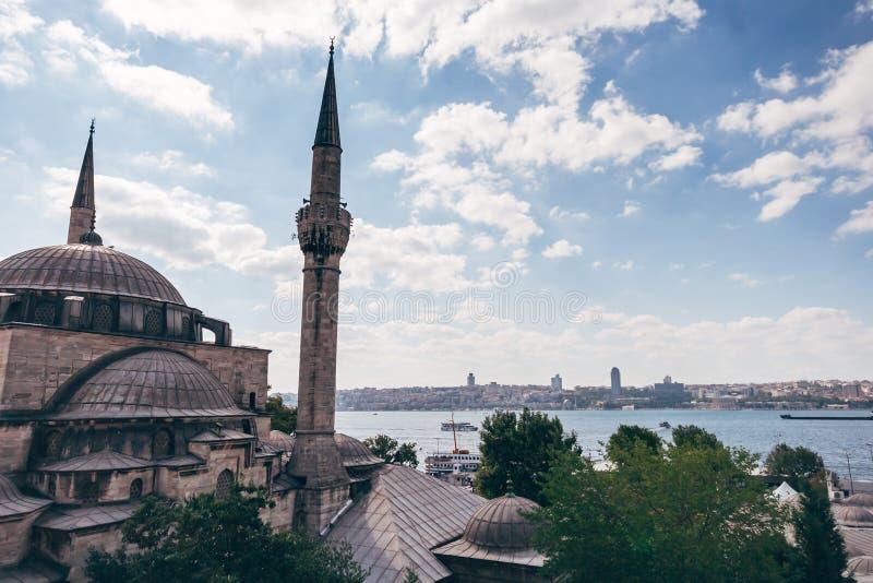 Историческая мечеть около моря в Стамбуле, Турции стоковые изображения