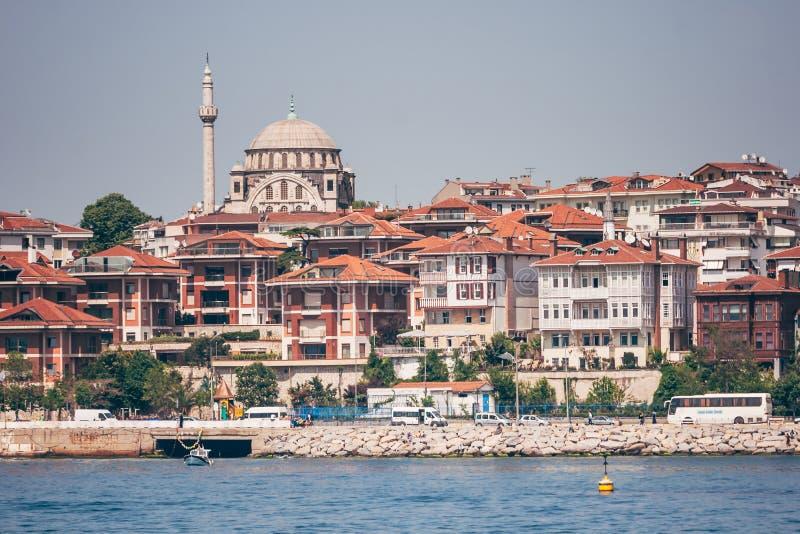 Историческая мечеть около моря в Стамбуле, Турции стоковое фото rf