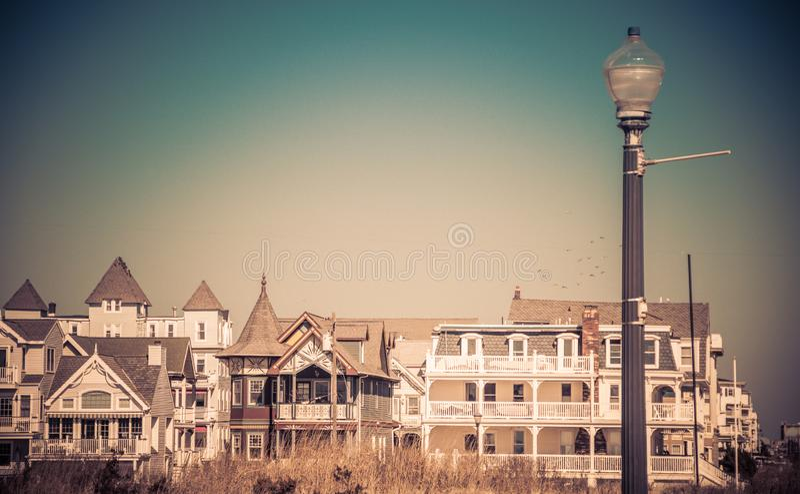 Исторические викторианские дома в роще океана, NJ, на солнечный зимний день стоковые изображения rf