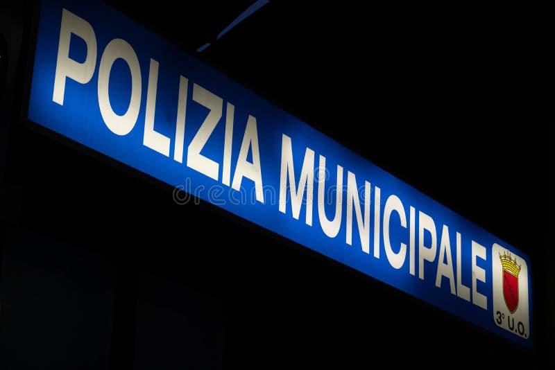 Итальянский signage муниципальной полиции стоковая фотография rf