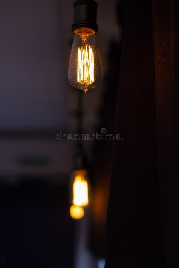 Как раз электрическая лампочка вися в баре стоковые изображения rf