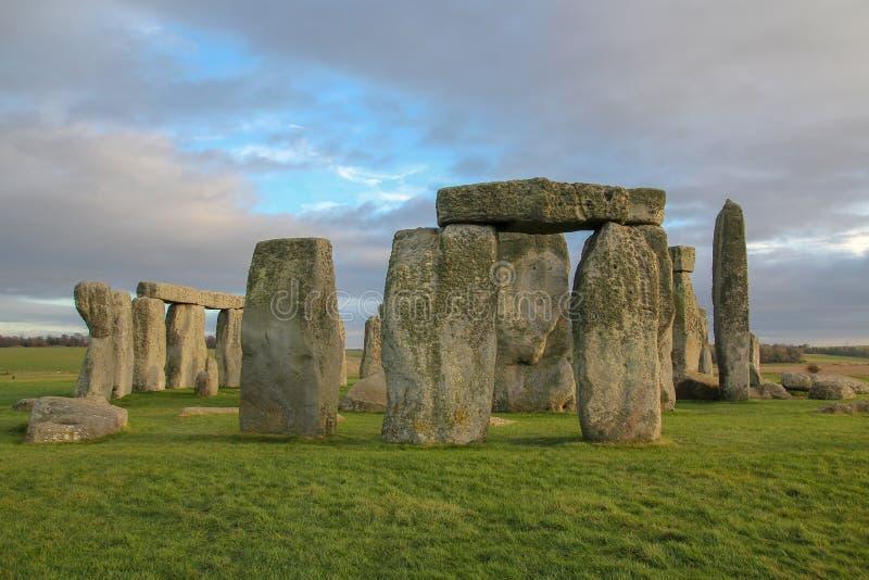 камни Стоунхенджа, доисторический памятник в Уилтшире, Англии Места всемирного наследия ЮНЕСКО стоковые изображения