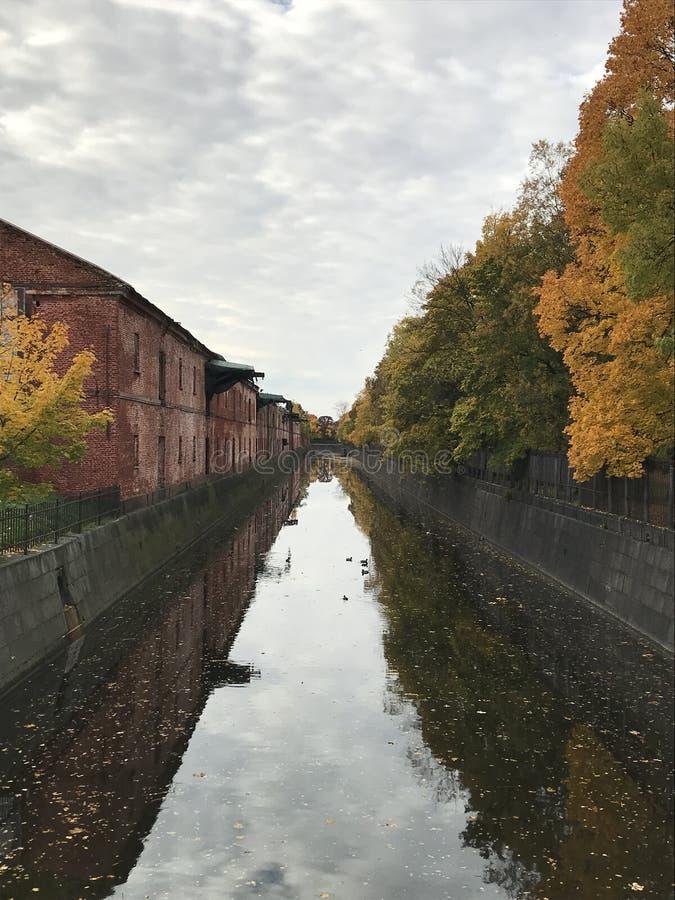 Канал Obvodny в Kronstadt, Санкт-Петербурге, России стоковое фото rf