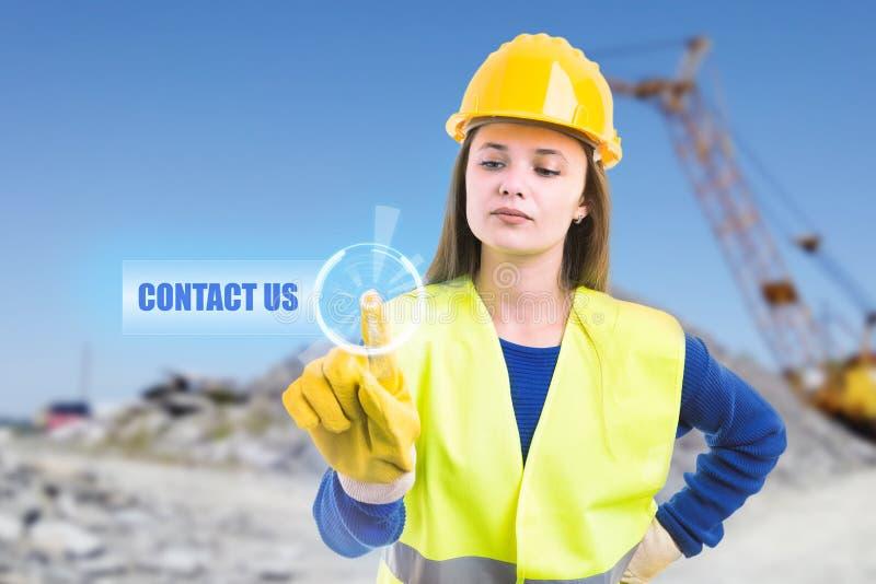 Касаться построителя свяжется мы кнопка на экране стоковое фото rf