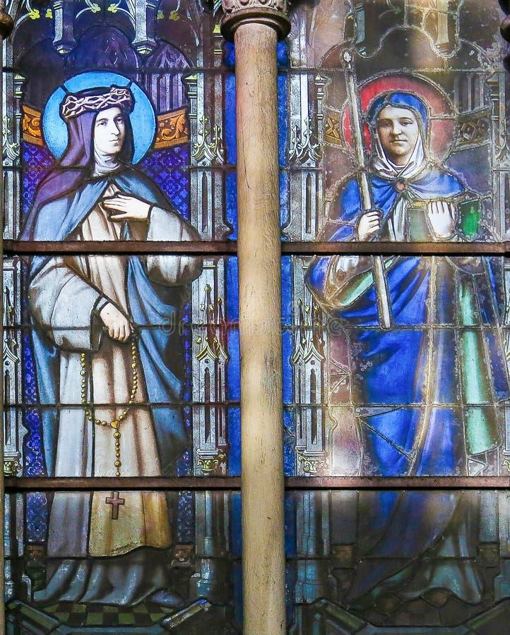 Католические Святые - цветное стекло в церков Severin Святого, Париже стоковое изображение