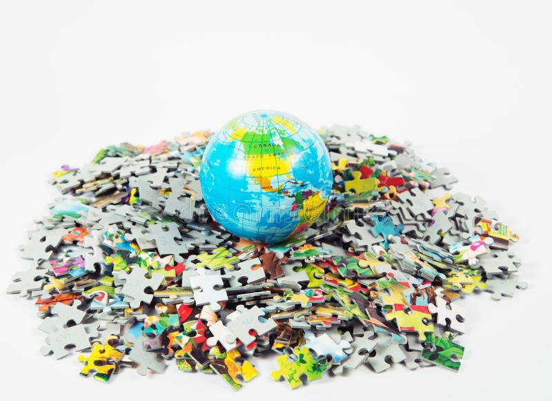 Карта шарика глобуса земли модельная большинств популярные головоломки стоковые изображения