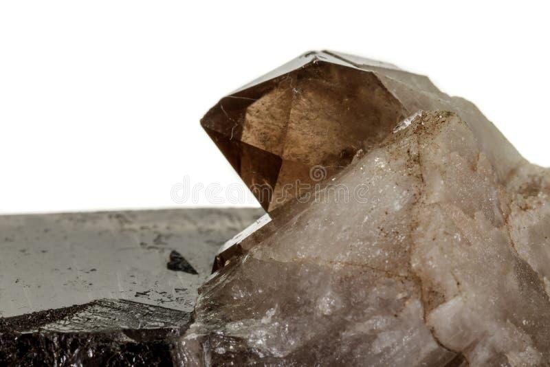 Кварц макроса минеральный каменный закоптелый, rauchtopaz на белой предпосылке стоковое фото rf