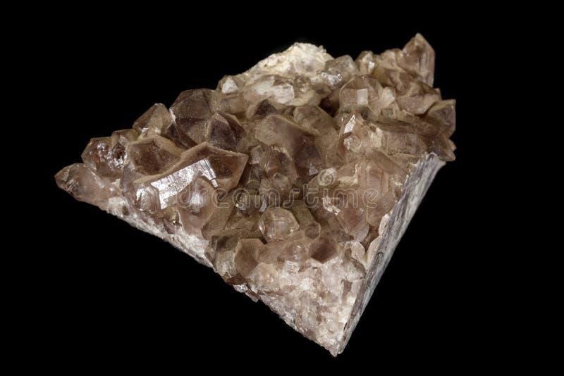 Кварц макроса минеральный каменный закоптелый, rauchtopaz на черной предпосылке стоковое изображение rf