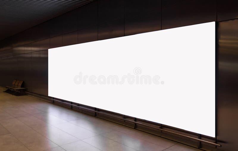 Клиппирование белой рекламы афиши пробела подземное белое стоковое изображение rf
