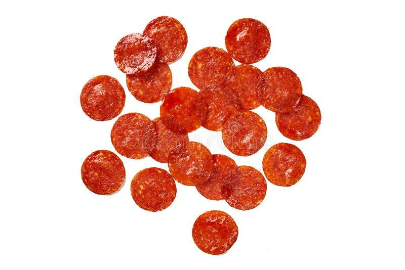 Куски Pepperoni на белизне Ингредиенты для пиццы мяса стоковые фотографии rf