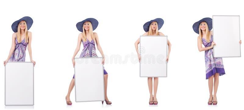 Красивая женщина в пурпурном платье с whiteboard стоковые фото