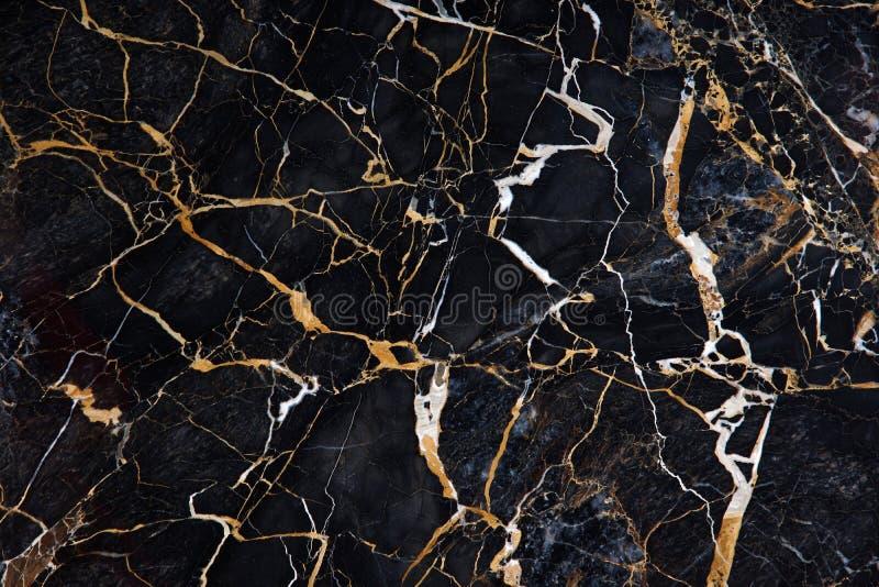 Красивая картина на поверхности плиты черного мрамора с желтыми и белыми венами вызвала Нов Portoro стоковая фотография rf