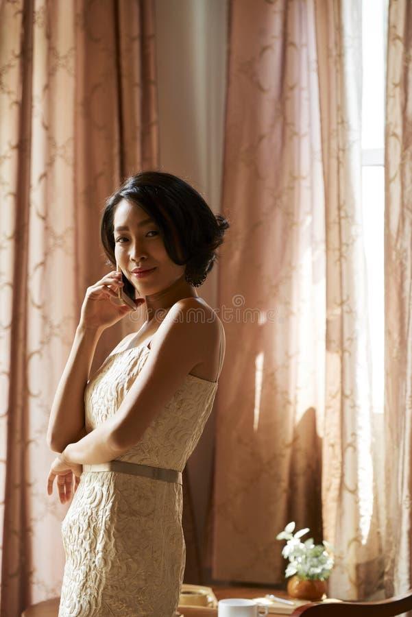 красивейшая жизнерадостная женщина стоковое изображение