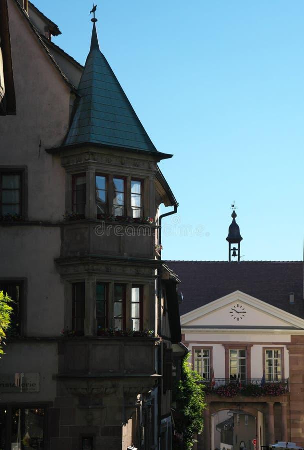 Красивые дома в Riquewihr, Эльзасе, Франции Одна из самых романтичных и самых красивых деревень стоковая фотография