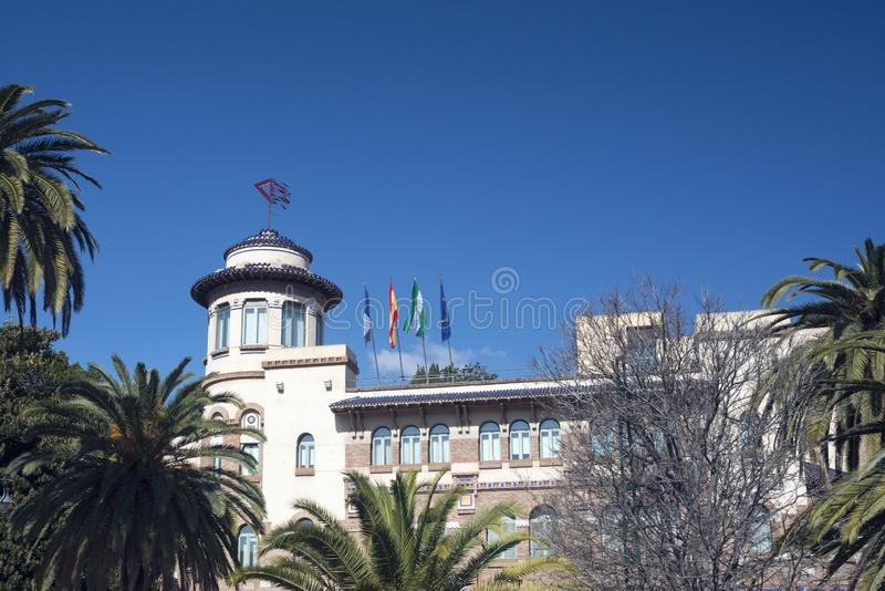 Красивые, старые, исторические столб и здание телеграфа в Малага, Andolusia Университет Ла Малага Rectordo de стоковое фото rf