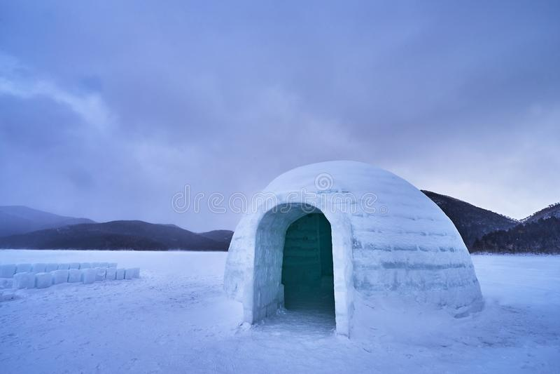 Красивое сценарное в деревне иглу льда на озере Shikaribetsu стоковые изображения