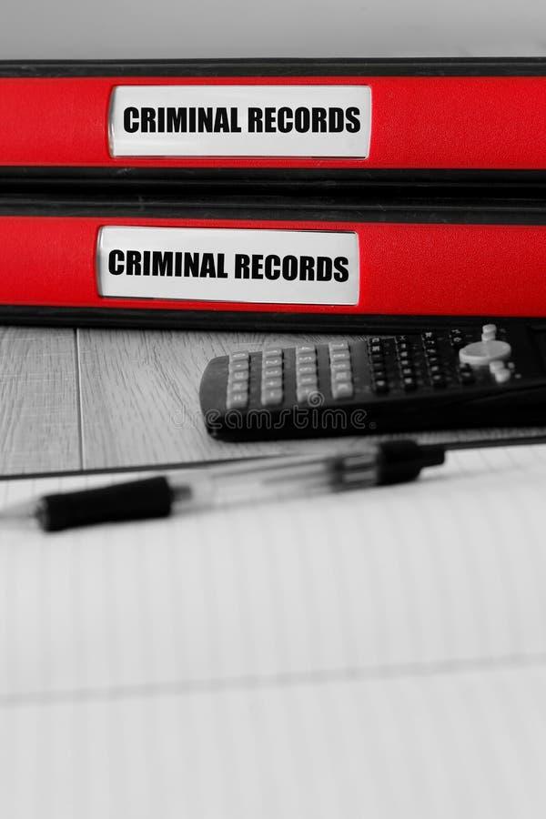 Красные папки с досье написанными на ярлыке на столе стоковое фото rf