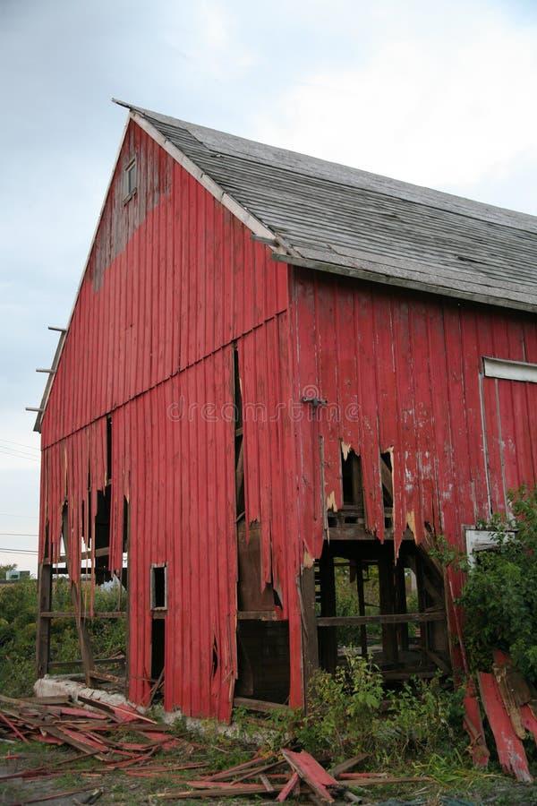 Красный загубленный амбар стоковые изображения