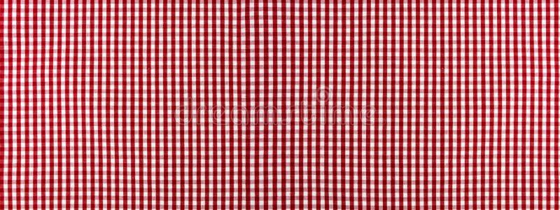 Красный и белый checkered классический крупный план ткани скатерти, чистая предпосылка стоковая фотография
