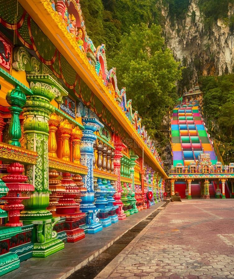 красочные лестницы пещер batu Малайзия стоковое фото rf