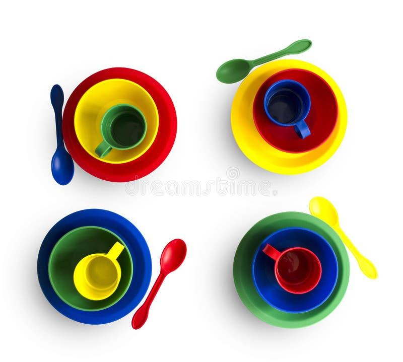 Красочный пластиковый tableware на белой предпосылке с путем клиппирования Прозрачная коробка стоковые фотографии rf