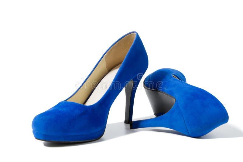 Крупный план модных ботинок высоких пяток изолированных на белой предпосылке Голубой ботинок женщины цвета на поле Концепция поку стоковая фотография rf