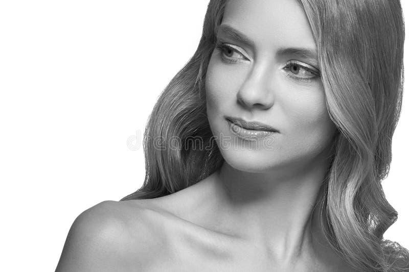 Крупный план портрета стороны выстрела в голову женщины белокурый черно-белый стоковые изображения