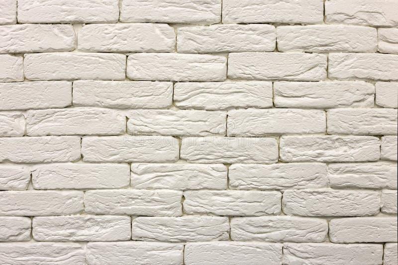 Конец-вверх белой покрашенной побеленной твердой кирпичной стены Абстрактные предпосылка, Bricklaying, конструкция и masonry косм стоковое фото rf