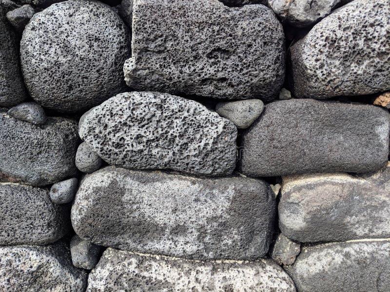 Конец-вверх стены старой лавы каменной стоковое фото rf