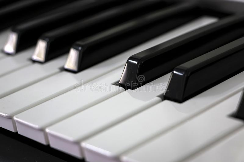 конец пользуется ключом рояль вверх стоковое изображение