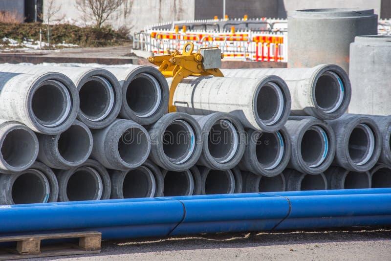 Конкретная сточная труба дренажа, трубы сточных канав для промышленной строительной конструкции стоковая фотография
