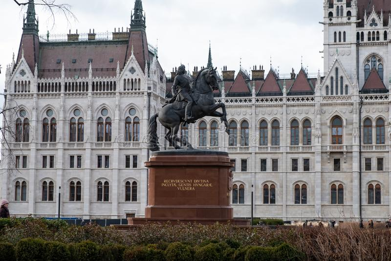 Конноспортивная статуя Ferenc Rakoczi установила на лошади, квадрате Kossuth Lajos, Будапеште, Венгрии, Европе стоковые изображения rf