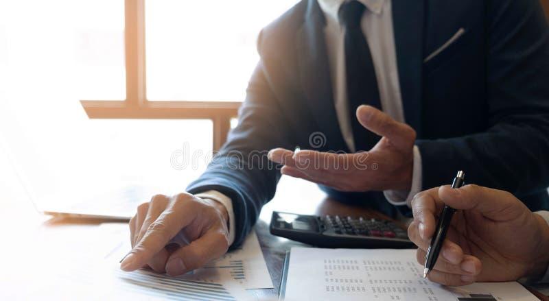 Консультант бухгалтерии, планирование финансового планирования консультанта бизнес-консультанта финансовое стоковое изображение rf