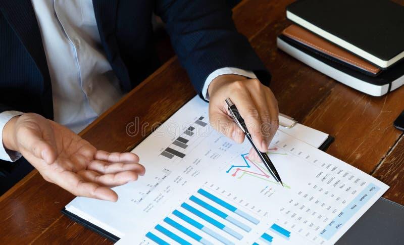 Консультант бухгалтерии, планирование финансового планирования консультанта бизнес-консультанта финансовое стоковое фото