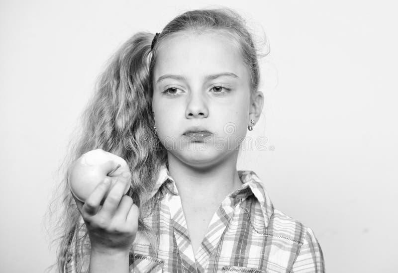 Концепция питания витамина Причины едят яблоко каждый день Питательное содержание яблока Яблоко день держит доктора отсутствующий стоковое изображение rf