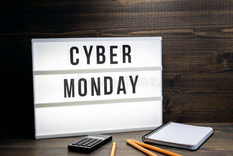 Концепция понедельника кибер Текст в lightbox стоковая фотография