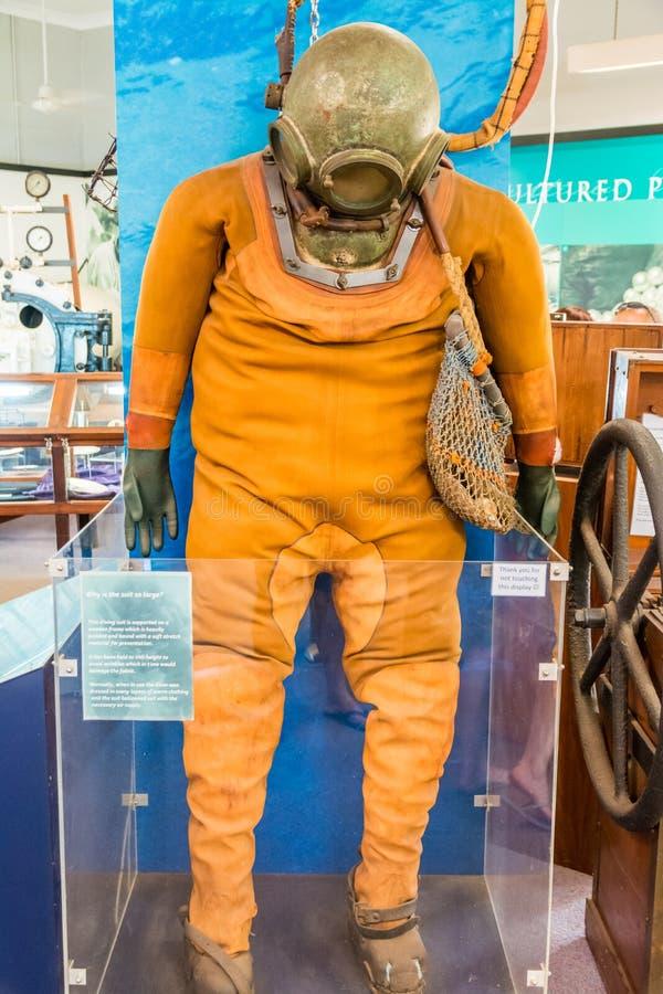 Костюм водолазов жемчуга на Broome исторический музей должен увидеть для туристов стоковые фотографии rf