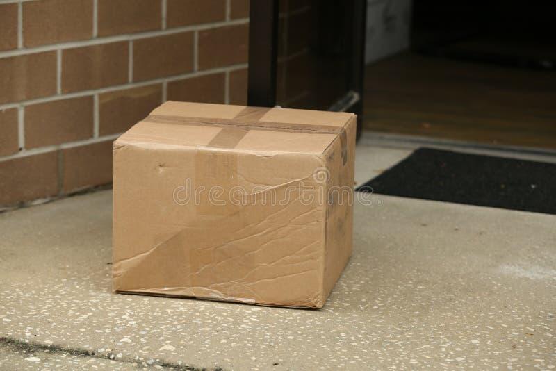 Коробка на двери стоковые изображения rf