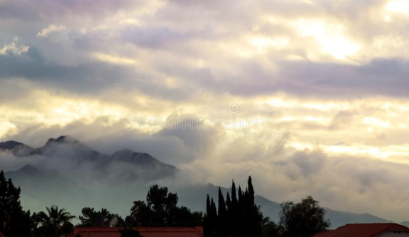 Ландшафт горы предпосылки утра в Yuma Аризоне стоковые фотографии rf