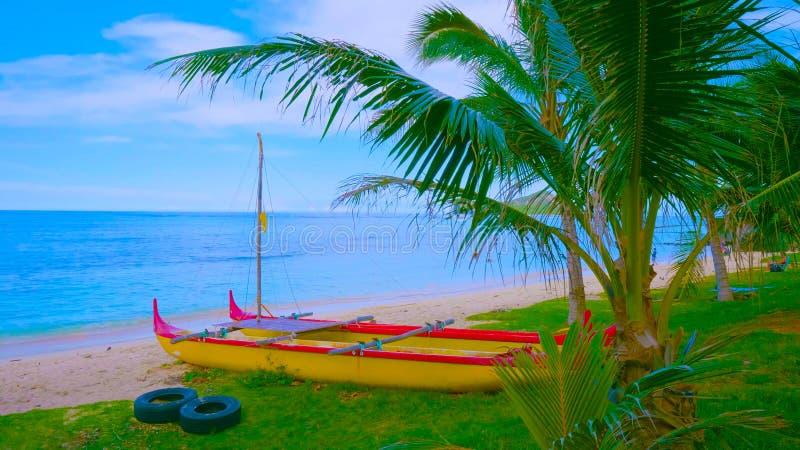 Ландшафт с озером и деревьями || шлюпка на пляже 2019 стоковая фотография