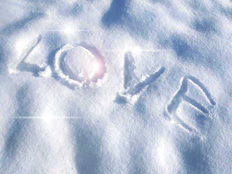 Любовь надписи в предпосылке снега- первоначальной для карт, приглашений, поздравлений на день Валентайн, 14-ое февраля стоковое изображение