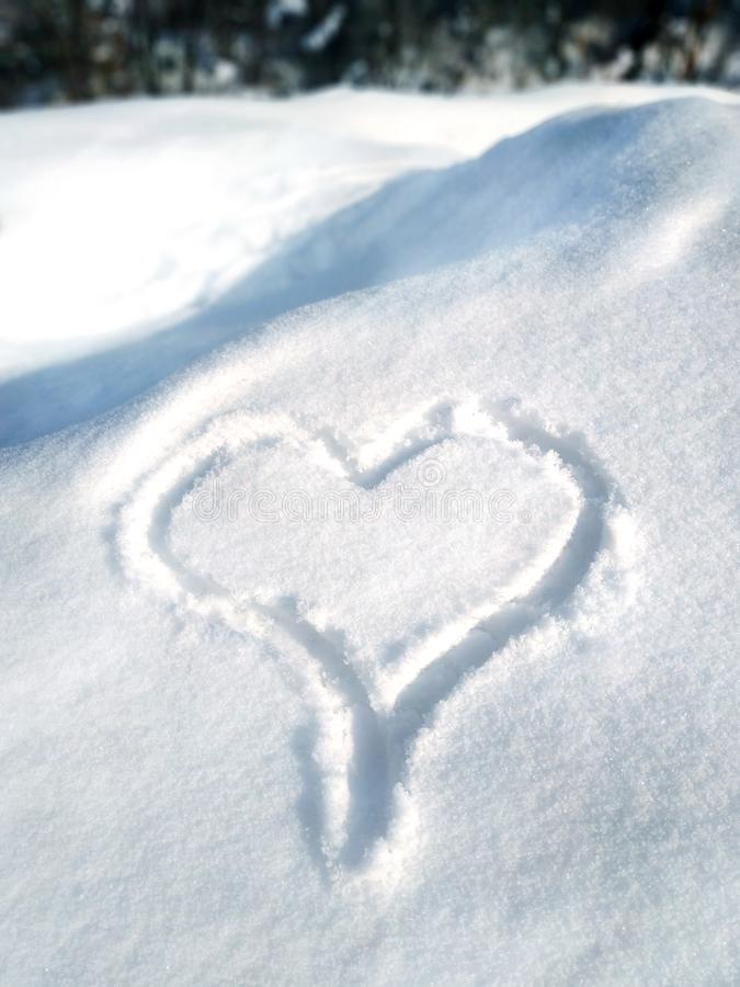 Любовь надписи в предпосылке снега- первоначальной для карт, приглашений, поздравлений на день Валентайн, 14-ое февраля стоковые изображения rf