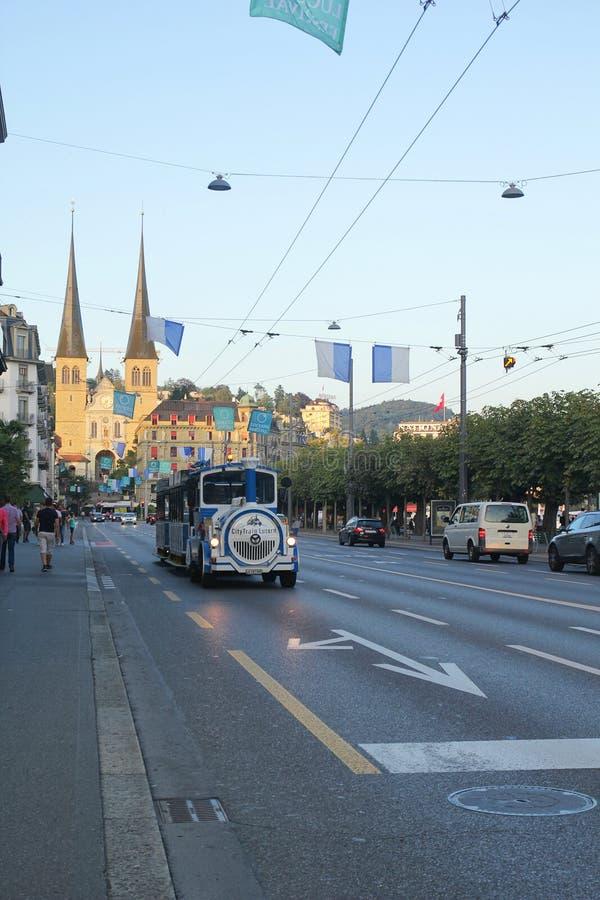 Люцерн, Швейцария - 2,2017 -го сентябрь: Славный электропоезд в дороге стоковое изображение