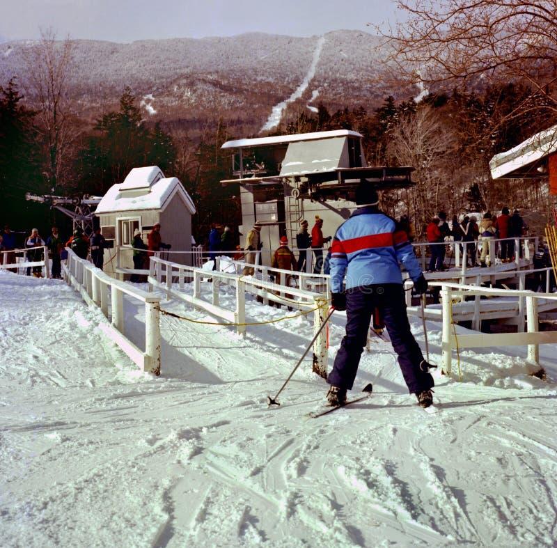Лыжники на лыжном курорте Sugarbush в Вермонте стоковые изображения rf