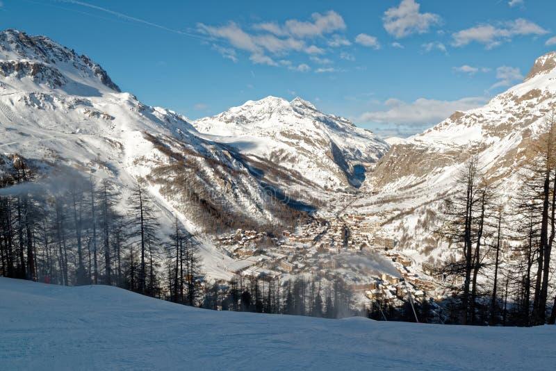 Лыжный курорт Isère ` Val d в Франции стоковые изображения