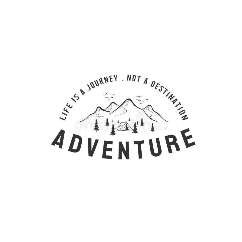 Логотип приключения конструирует воодушевленности с горным видом бесплатная иллюстрация